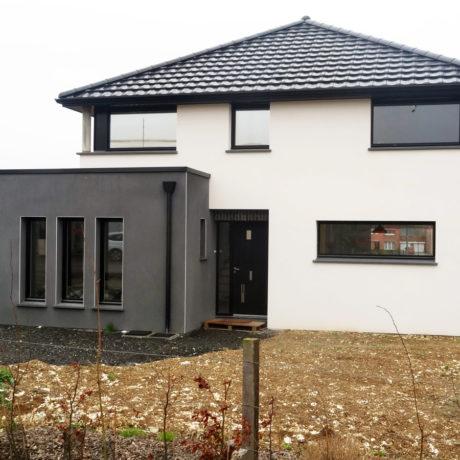 Maison moderne grand angle